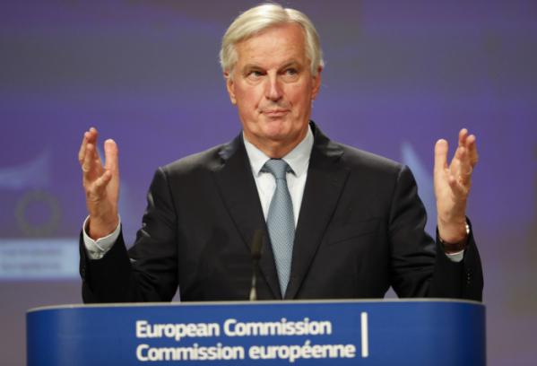 ▲미셸 바르니에 유럽연합(EU) 브렉시트 협상대표가 17일(현지시간) 벨기에 브뤼셀 EU본부에서 기자회견을 열어 영국 정부와 브렉시트 안에 대해 밝히고 있다. 이날 양측은 브렉시트안에 합의를 했다고 발표했다.  (AP뉴시스)