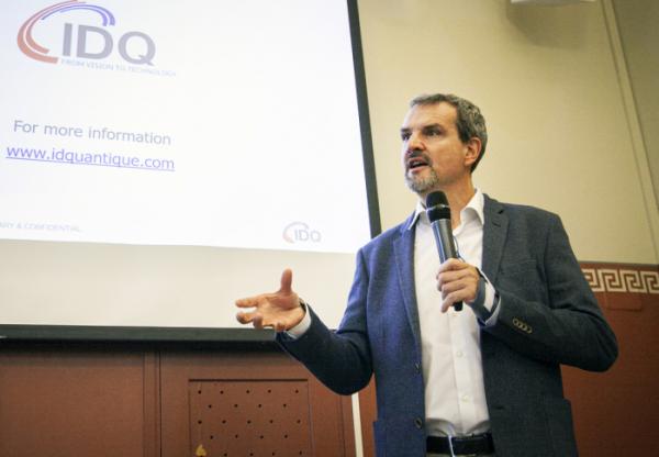 ▲그레고아 리보디(Gregoire Ribordy) IDQ CEO가 17일(핀란드 현지기준) 핀란드 헬싱키 파시토르니(Paasitorni) 회관에서 유럽, 미국 양자암호통신 사업 수주 성과에 대해 발표하고 있다. (사진 = SK텔레콤 제공)