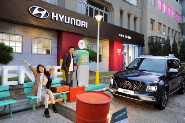 ▲현대차가 서울 이태원에서 현대카드 '다빈치모텔' 프로젝트와 연계한 이색 전시 이벤트를 진행했다.  (사진제공=현대차)