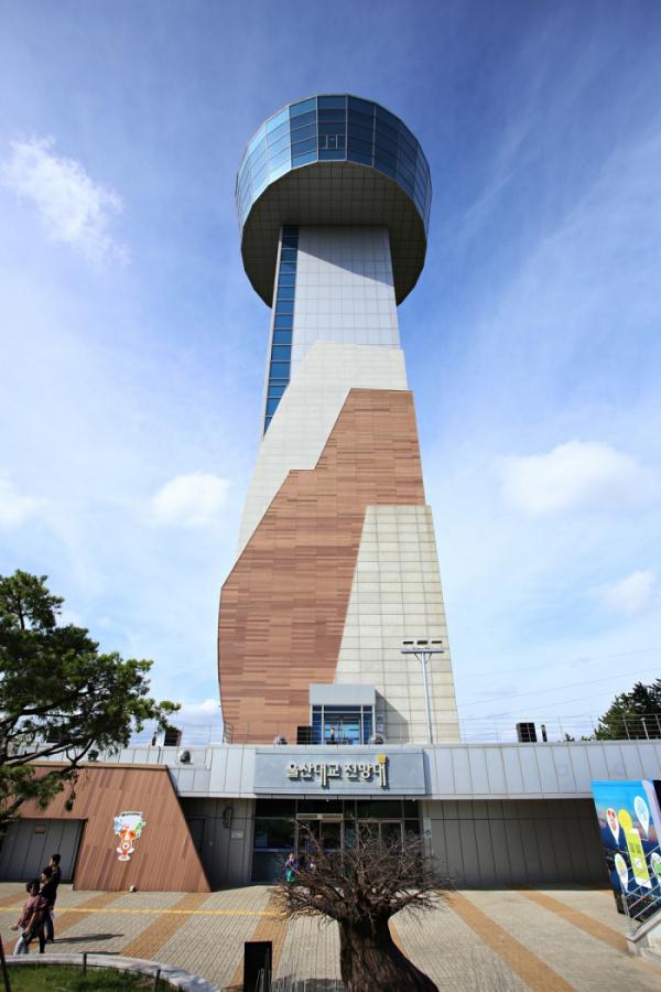 ▲높이 63m의 울산대교 전망대.