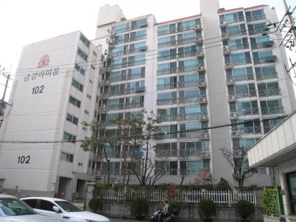 ▲서울 성동구 성수동2가 836 금강아미움아파트 102동.(사진 제공=지지옥션)