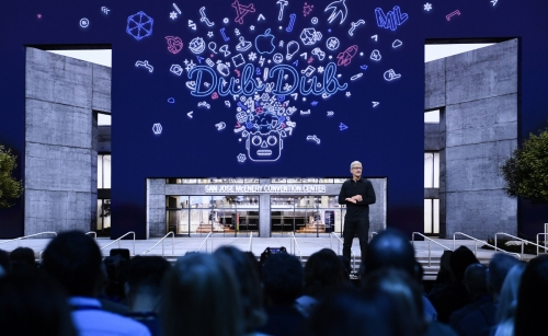 ▲팀 쿡 애플 최고경영자(CEO)가 6월 3일(현지시간) 미국 캘리포니아주 새너제이에서 열린 자사 연례 개발자 회의 '2019 WWDC'에서 연설하고 있다. 새너제이/신화뉴시스