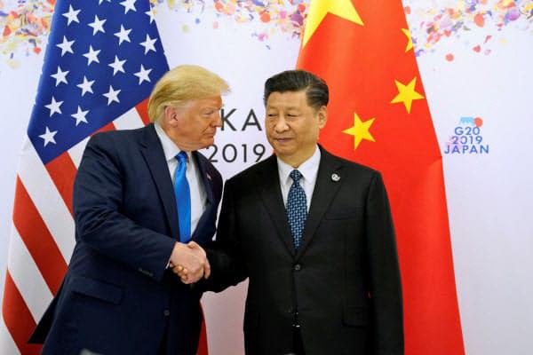 ▲일본 오사카에서 지난 6월 열린 G20 정상회의에서 만난 도널드 트럼프(왼쪽) 미국 대통령과 시진핑 중국 국가주석이 악수하고 있다. 오사카/로이터연합뉴스