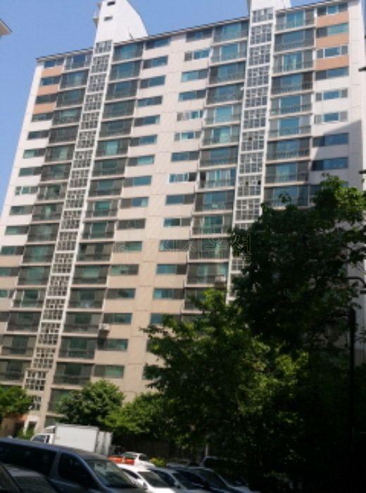 ▲서울 서대문구 홍제동 459 홍제원현대아파트 106동. (사진 제공=지지옥션)
