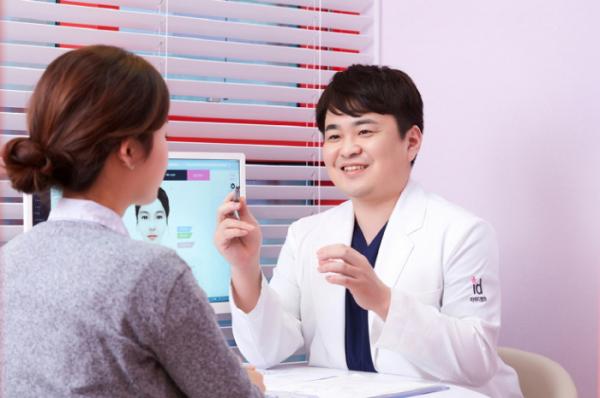 ▲아이디뷰플 쁘띠센터 윤성준 원장 (아이디병원)