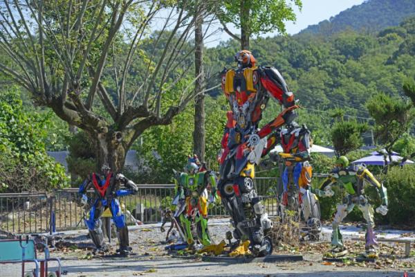 ▲정크아트의 정수를 보여주는 로봇들.