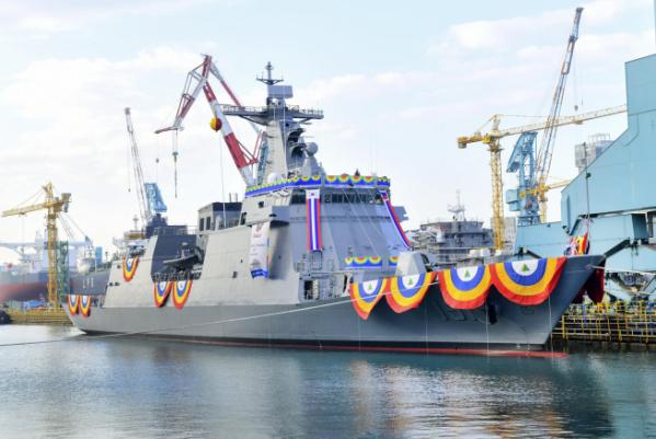 ▲현대중공업이 8일 울산 본사에서 진수한 필리핀 호위함 2번함 '안토니오 루나함' (사진제공=현대중공업)