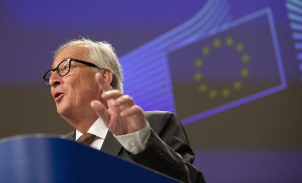 ▲장클로드 융커 유럽연합(EU) 집행위원이 지난달 9일(현지시간) 벨기에 브뤼셀에있는 EU 본부에서 연설을 하고 있다. 브뤼셀/AP뉴시스.