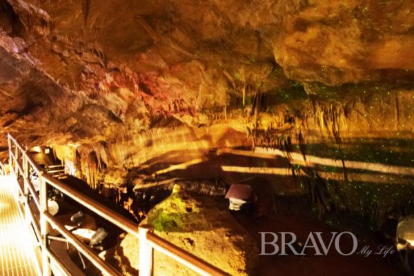 ▲석회암 동굴인 천곡 천연동굴 내부(서동환 동년기자)