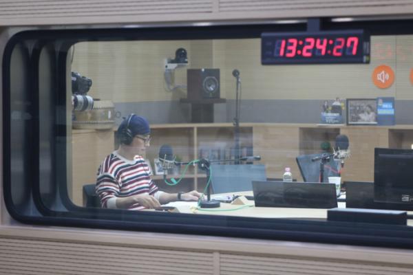 유산슬, 첫 라디오 출연…tbs FM '9595쇼'서 '합정역 5번출구' 라이브
