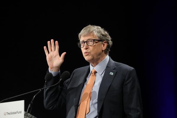 ▲빌게이츠 마이크로소프트(MS) 창업자가 지난달 10일(현지시간) 프랑스 리옹에서 열린  '에이즈, 결핵 및 말라리아 퇴치를 위한 세계기금' 회의에서 연설을 하고 있다.  리옹/AFP연합뉴스.