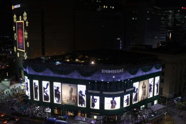 ▲신세계백화점 명동 본점 외벽에 설치된 크리스마스 조명 전경. (사진제공=신세계백화점)