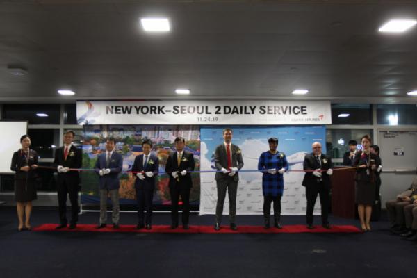 ▲아시아나항공 인천~뉴욕 증편 기념식(뉴욕=연합뉴스) 아시아나항공은 24일(현지시간) 뉴욕 존 F. 케네디 공항에서 인천~뉴욕 증편 기념식을 개최했다.  (사진제공=아시아나항공)
