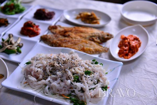 ▲김가네식당 가자미회(황정희 동년기자)