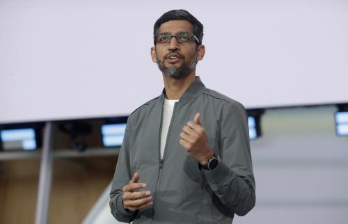 ▲순다르 피차이 구글 최고경영자(CEO)가 3일(현지시간)자로 모회사인 알파벳 CEO를 겸임한다. 사진은 피차이가 5월 7일 미국 캘리포니아주 마운틴뷰에서 열린 구글 연례 개발자 회의인 'I/O 콘퍼런스'에서 연설하고 있다. 마운틴뷰/AP뉴시스
