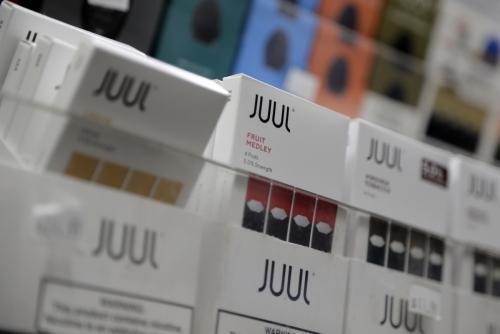 ▲전자담배 쥴이 상점에 전시돼 있다. AP연합뉴스