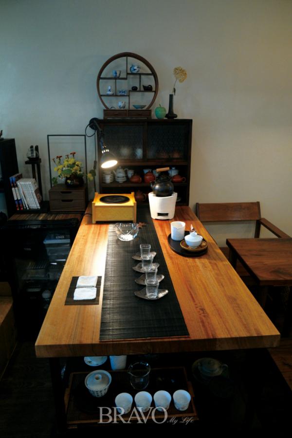 ▲차를 우려 마시기 편하게 해놓은 손님 테이블.