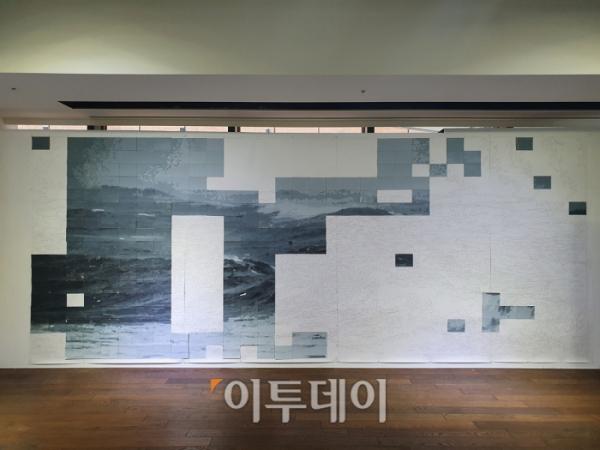 ▲4일 서울 광화문 교보문고 안에 있는 '교보아트스페이스'를 찾았다. 사진은 안규철 작가가 내건 관객 참여로 이뤄지고 있는 작품의 모습. 김소희 기자 ksh@