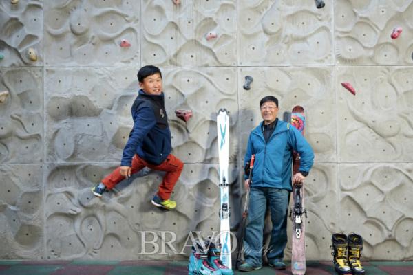 ▲겨울 놀이에 빠져 사는 전영래 씨(왼쪽)와 임세훈 씨(오른쪽)(사진 홍상돈 프리랜서 photohong1@hanmail.net )