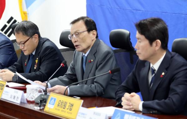 ▲더불어민주당 이해찬 대표(가운데)가 6일 오전 서울 여의도 국회에서 열린 확대간부회의에서 발언하고 있다. (연합뉴스)