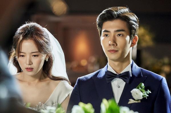 ▲'귀피를 흘리는 여자' (사진제공=tvN)