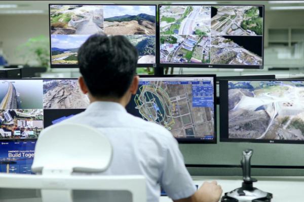 ▲대우건설 기술연구원에서 드론관제시스템을 운영하고 있다. (사진제공=대우건설)