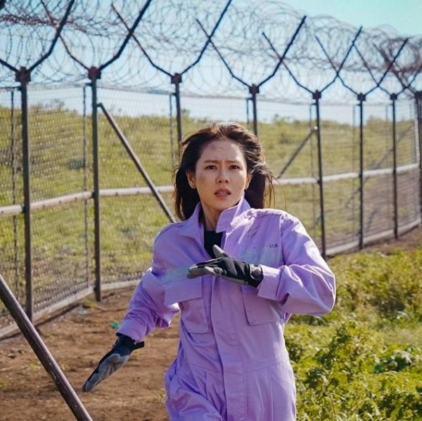 '사랑의 불시착' 손예진, 한순간에 삶이 바뀐 윤세리, 북한으로 불시착
