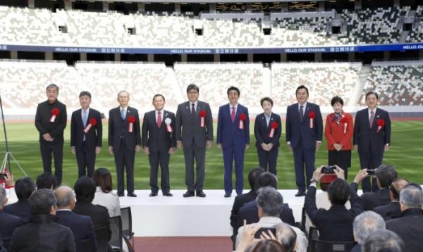 ▲2020년 도쿄올림픽·패럴림픽 메인스타디움으로 사용될 새로운 국립경기장 준공식이 15일 아베 신조(安倍晋三) 일본 총리 등이 참석한 가운데 거행됐다.  (연합뉴스(교도통신))