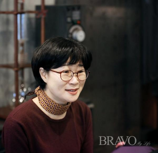 ▲수어로 금융 지식을 알려주는 유튜브 크리에이터 윤현숙 씨(사진 주민욱 프리랜서 minwook19@hanmail.net )