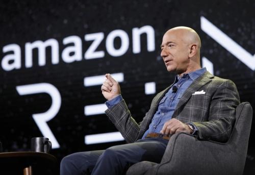 ▲제프 베이조스 아마존 최고경영자(CEO)가 작년 6월 6일(현지시간) 미국 라스베이거스에서 자사가 개최한 '리:마르스' 콘퍼런스에서 연설하고 있다. 라스베이거스/AP뉴시스