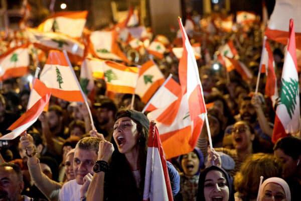 ▲레바논에서 반정부 시위에 참가한 젊은이들. 로이터연합뉴스