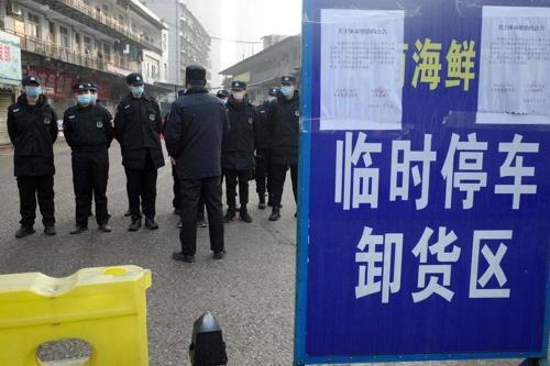 ▲중국 우한의 폐쇄된 수산물 시장. 우한/AFP연합뉴스