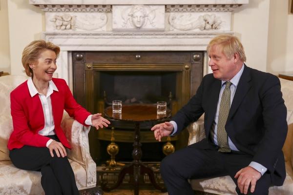 ▲8일(현지시간) 영국 런던에서 회담하는 보리스 존슨 총리(오른쪽)과 우르줄라 폰데어라이엔 EU 집행위원장. EPA연합뉴스