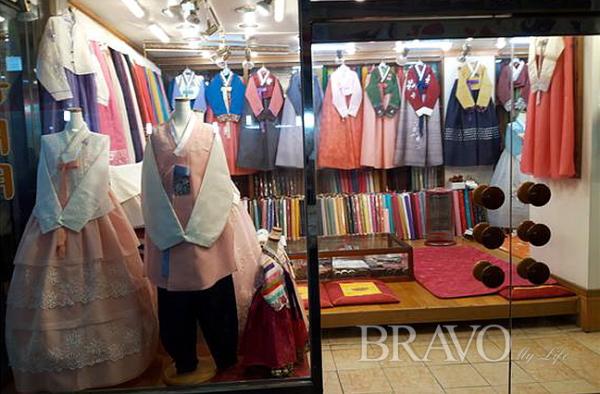 ▲개량 한복 판매점(사진 홍지영 동년기자)
