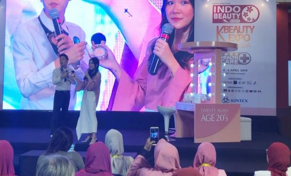 ▲지난해 9월 인도네시아 자카르타에서 열린 '2019 인도네시아 K-콘텐츠 엑스포' 애경산업 에이지트웨니스 무대.  (애경산업)
