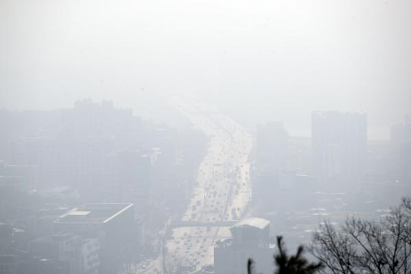 ▲미세먼지 농도가 전 권역에서 '나쁨' 수준을 보일 것으로 예상된 19일 서울 시내가 뿌옇다.  (연합뉴스)