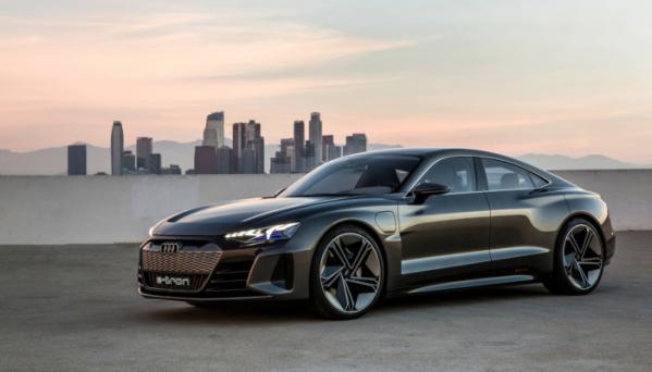 ▲아우디는 올해 고성능 전기차 e-트론 GT의 양산형을 공개한다. 아우디의 슈퍼카 R8과 비슷한 디자인을 바탕으로 한 고성능 4도어 전기 세단이다.  (출처=뉴스프레스UK)