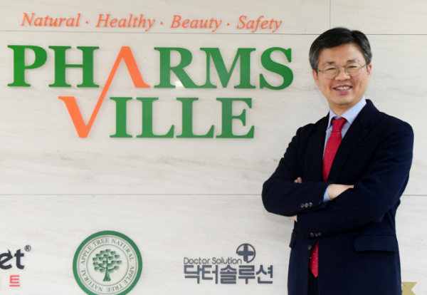 ▲이병욱 팜스빌 대표가 15일 서울 강남구 사무실에서 이투데이와 인터뷰에 앞서 포즈를 취하고 있다. 고이란 기자 photoeran@
