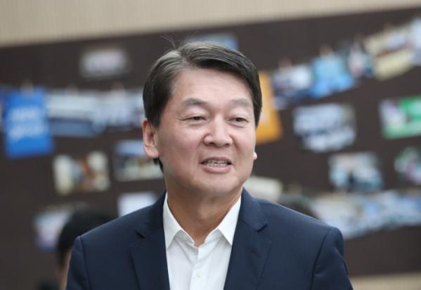 ▲안철수 전 바른미래당 의원이 22일 오전 서울 종로구 경제정의실천시민연합을 방문하고 있다. (연합뉴스)
