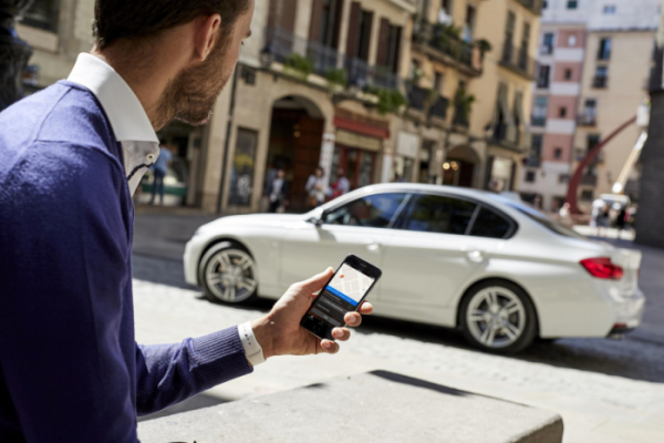 ▲무선 자동 업데이트는 운전자가 신경쓰지 않아도 스스로 이뤄진다. 업데이트 이후 해당 내용을 운전자의 스마트폰으로 전송해준다.  (출처=BMW 미디어)