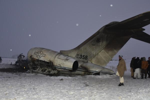 ▲27일(현지시간) 아프가니스탄 동부 가즈니 주에서  추락한 미군 항공기의 잔해. 카불/AP연합뉴스