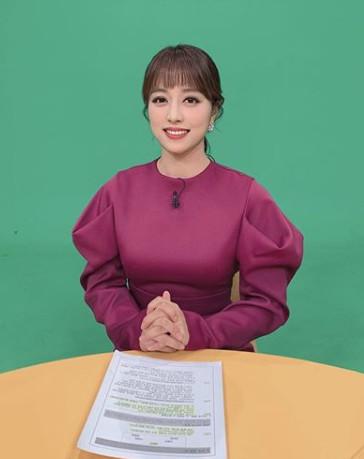 ▲임현주 아나운서가 노브라 생방송 논란에 대해 심경을 전했다.  (출처=임현주 아나운서 SNS)
