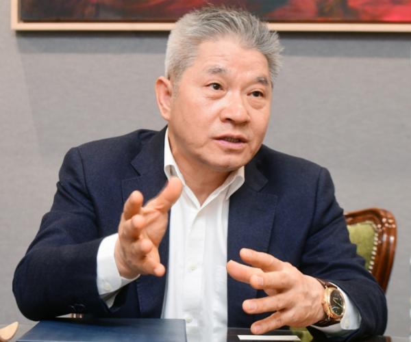 ▲강방천 에셋플러스자산운용 회장이 22일 경기도 성남시 사무실에서 이투데이와 인터뷰를 하고 있다. 고이란 기자 photoeran@ (이투데이DB)