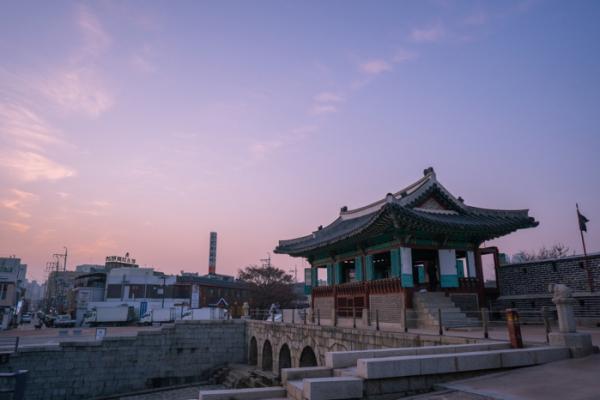 ▲걷기여행의 마지막 코스인 동북각루와 화홍문.