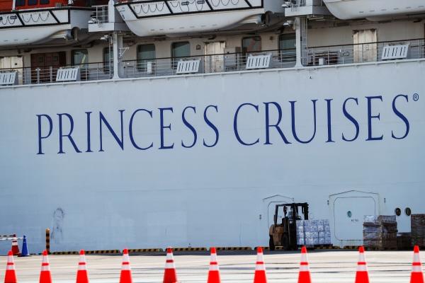 ▲일본 요코하마항 앞바다에 정박한 '다이아몬드 프린세스'호. 요코하마/로이터연합뉴스