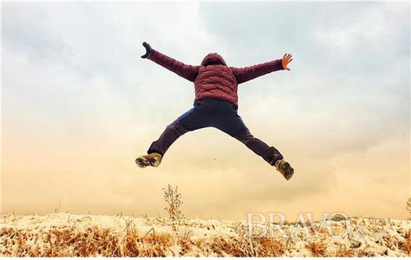 ▲눈 내린 아침의 飛翔(삼각대 세우고 타이머설정 셀카 촬영, 모델/사진눈 내린 아침의 비상(飛翔) (삼각대 세우고 타이머설정 셀카 촬영, 모델 변용도 동년기자))(사진 변용도 동년기자)