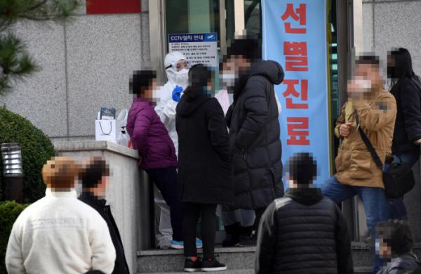 [상보] 코로나19 확진환자 반나절 사이 70명 증가…대구 41명·부산·경북 12명