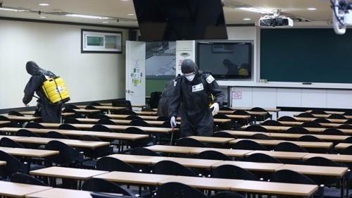 ▲학원가 방역 모습 (연합뉴스)