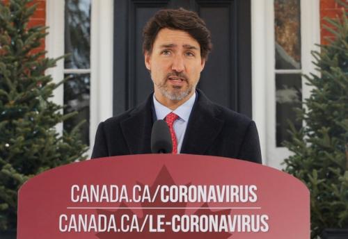 ▲쥐스탱 트뤼도 캐나다 총리가 자택 앞에서 기자회견을 하고 있다. 오타와/로이터연합뉴스