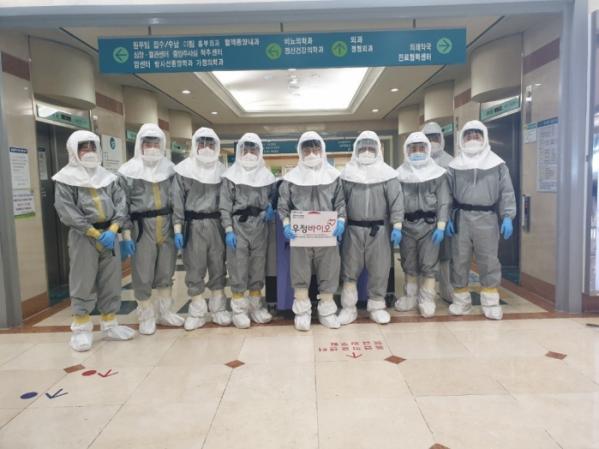 ▲우정바이오 과산화수소증기(HPV) 공간멸균 엔지니어들 (우정바이오)